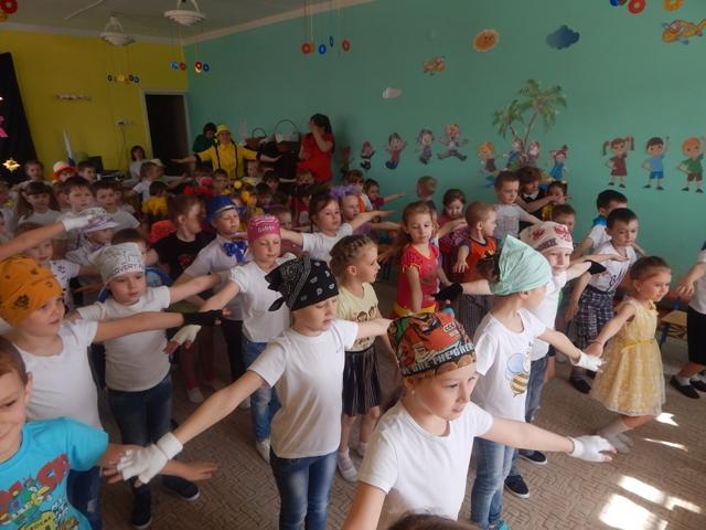 парад зарядок детсад № 18 Гай